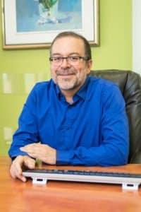 """ד""""ר אדהאן מטפל בכאב כרוני במרכז המתקדם לטיפול בכאב במודיעין"""