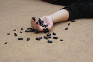 יד מטה עם משככי כאבים - התמכרות ומוות במשככי כאבים תופעות לוואי קשות