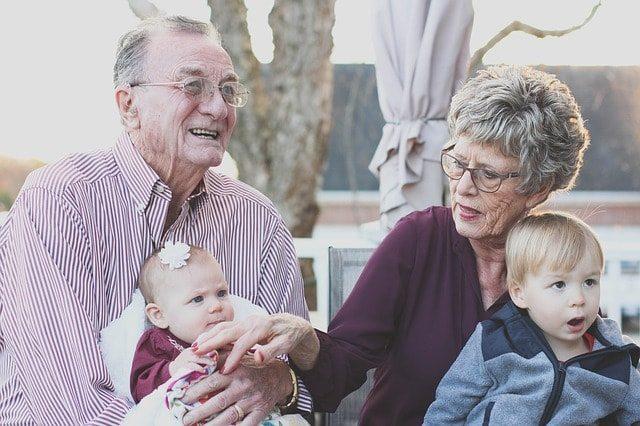 זוג מבוגרים לאחר שיקום מפרקינסון